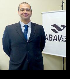 Resultado de imagem para Edmilson Romão é empresário, administrador de empresas e presidente da Abav-SP