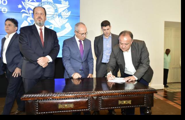 Assinatura do termo de adesão ao COMPETE ES, que prevê a redução do ICMS do Querosene.